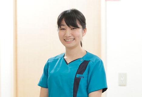 歯科医師 : 庭山 あずみ