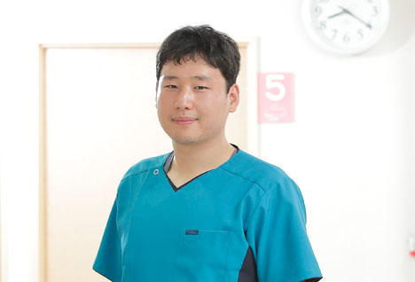 歯科医師 : 富野 直仁